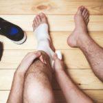 4 Cara Mengobati Kaki yang Bengkak Akibat Kecelakaan