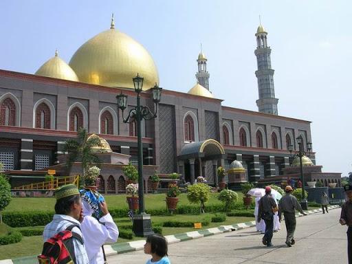 wisata masjid kubah emas
